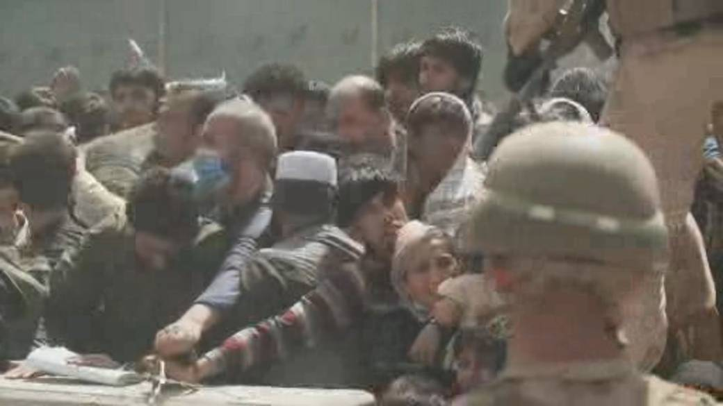 Click to play video: 'Deadly stampedes in Kabul amid race to get people out of Afghanistan'