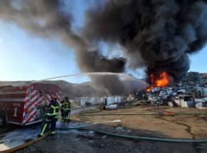 Crews battle large fire at Kamloops landfill (00:58)