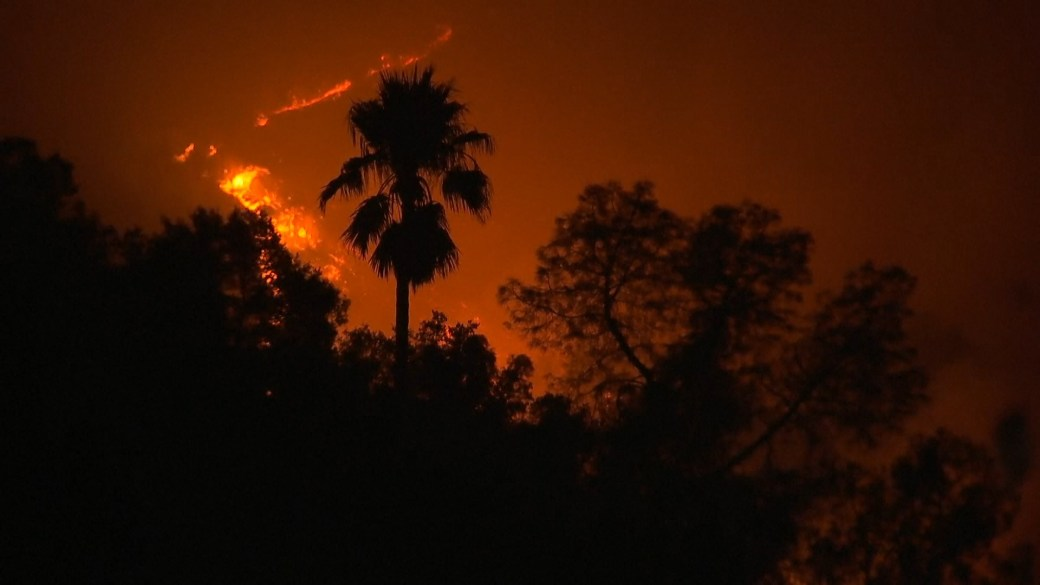 Click to play video 'California wildfires: Blazes leave trail of destruction in California's wine country'