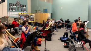 'Tenacious' Calgary high school musicians carry on through COVID-19 pandemic (01:49)
