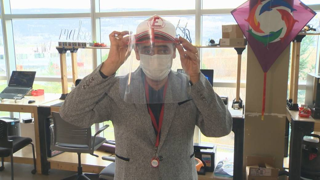 Click to play video 'Coronavirus: University instructor designs device to adapt face shields to baseball hats'