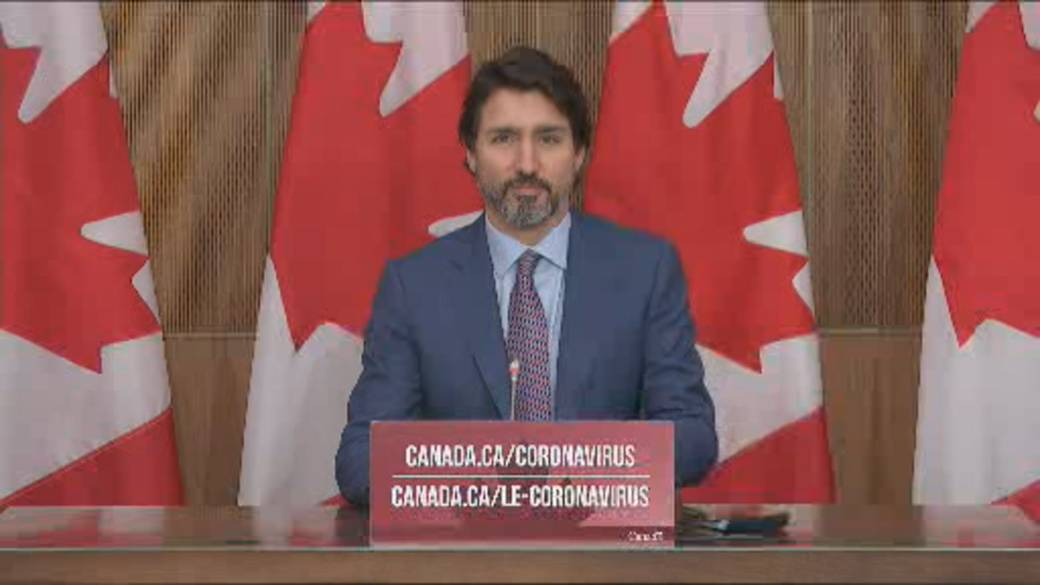 Click to play video 'Coronavirus: Trudeau says Canadians must 'double down' on public safety measures until vaccine is ready'