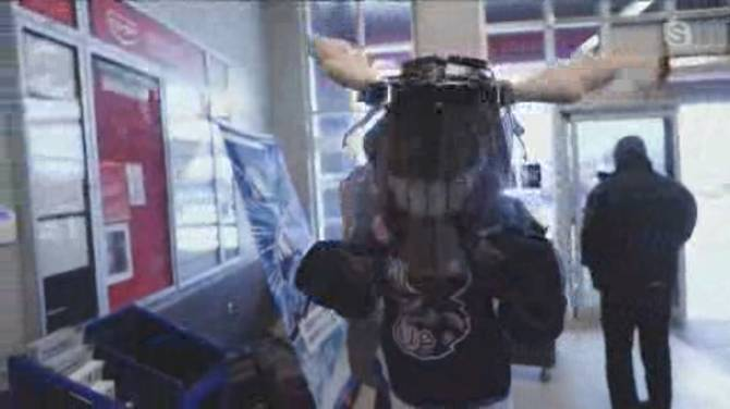 Click to play video: Manitoba Moose Shut Out Hunger Food Drive