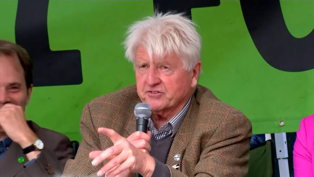Boris Johnson's dad joins climate rally after PM calls activists 'unco-operative crusties'