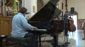 Live indoor music returns to Kingston as weekly noon hour series begins (02:19)