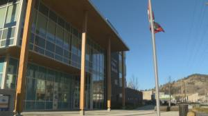 Kelowna RCMP officer docked pay, transferred for pulling gun on officer (01:32)