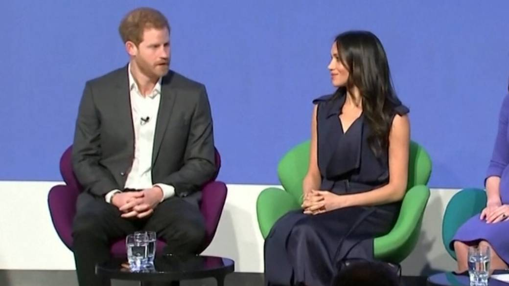 Click to play video 'Prince Harry, Meghan Markle confirm they won't return to royal roles'