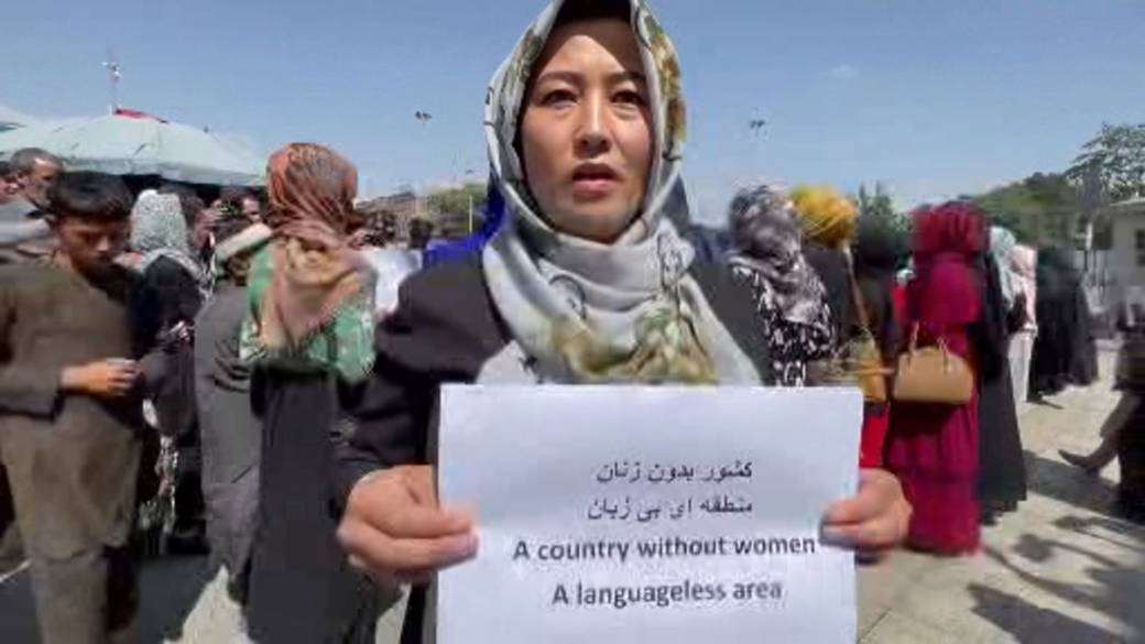 Click to play video: 'Afghanistan's women go into hiding with Taliban now in full control'