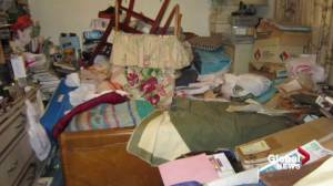 Mental health experts notice increase in hoarding during COVID-19 pandemic (02:01)