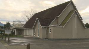 Chilliwack churchgoers defy COVID-19 restrictions days after Mounties issue fines (01:49)