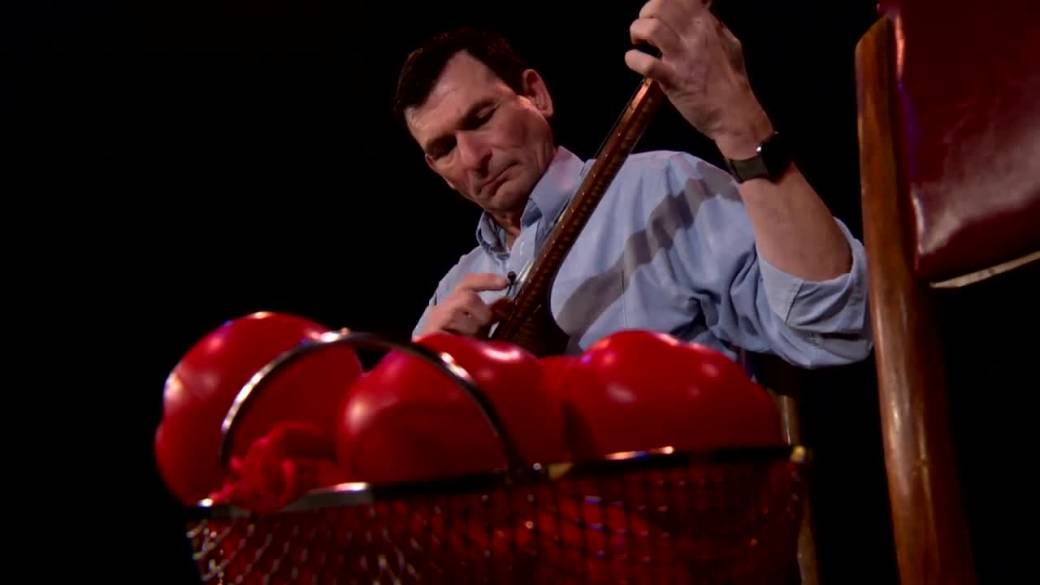 Banjo-playing performer strikes a chord with Calgary audiences