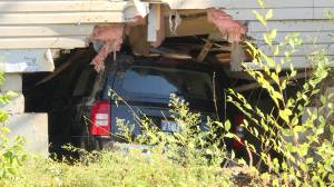Occupants of vehicle flee after crashing Jeep into Kingston home (01:57)