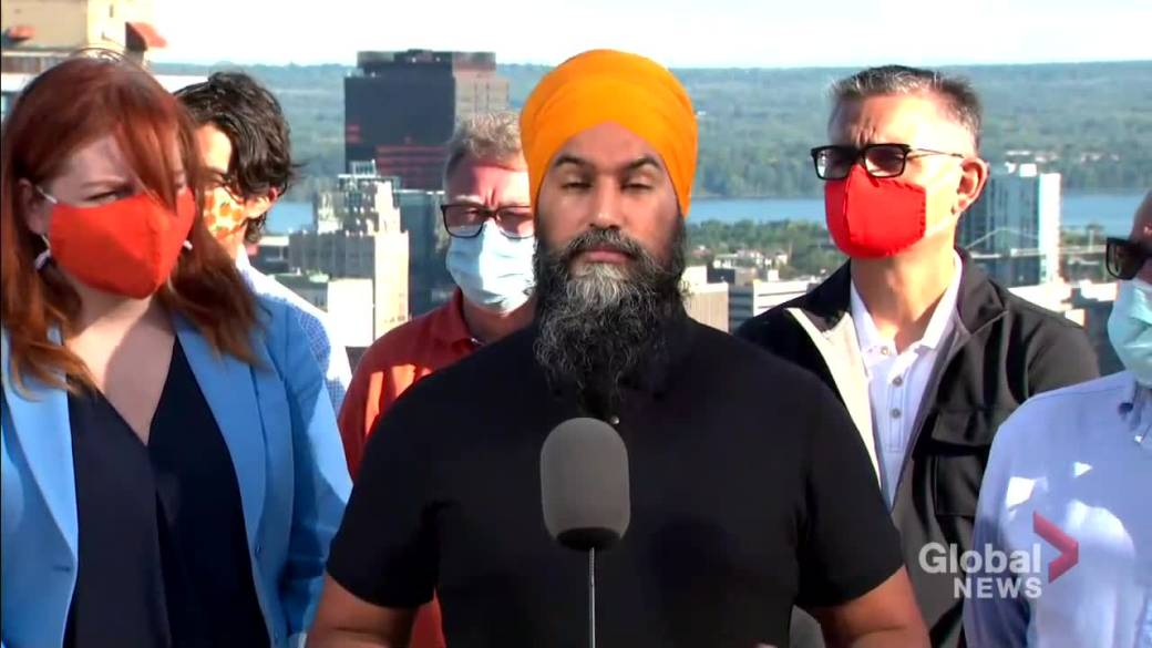 Click to play video: 'Canada election: NDP's Singh slams Trudeau's response to paid sick leave'