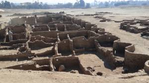 3,000-year-old 'Lost Golden City' discovered in Luxor, Egypt (02:36)