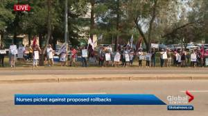 Nurses in St. Albert picket against Alberta government's proposed wage rollbacks (02:38)