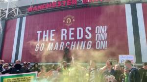 Manchester United fans protest against U.S. owners ahead of Liverpool game (02:38)