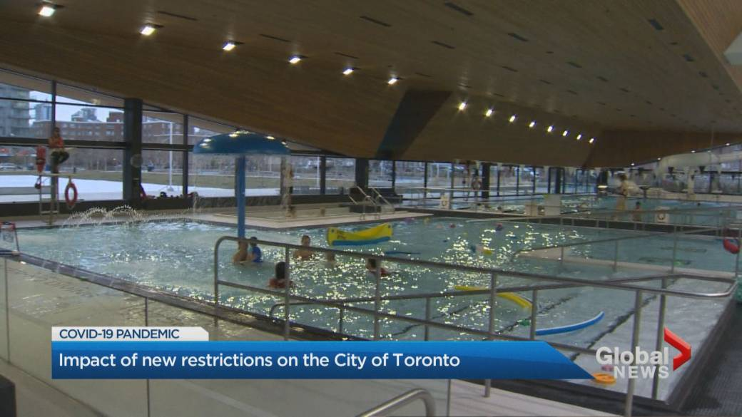 Click to play video 'Coronavirus: Toronto officials welcome return to stage 2 despite some uncertainty of rules'