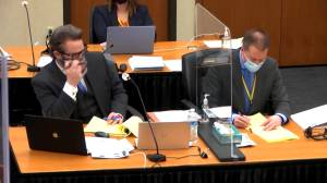 Derek Chauvin trial: Defence expert testifies George Floyd died of heart disease, auto exhaust fumes (01:37)