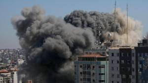 Israeli airstrike in Gaza destroys highrise building housing media offices, residents (02:12)