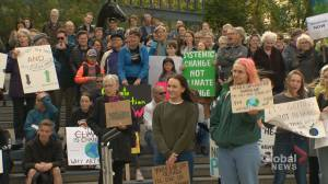 Calgary students scared for future, join worldwide strike for climate action with Green Party leader (01:42)