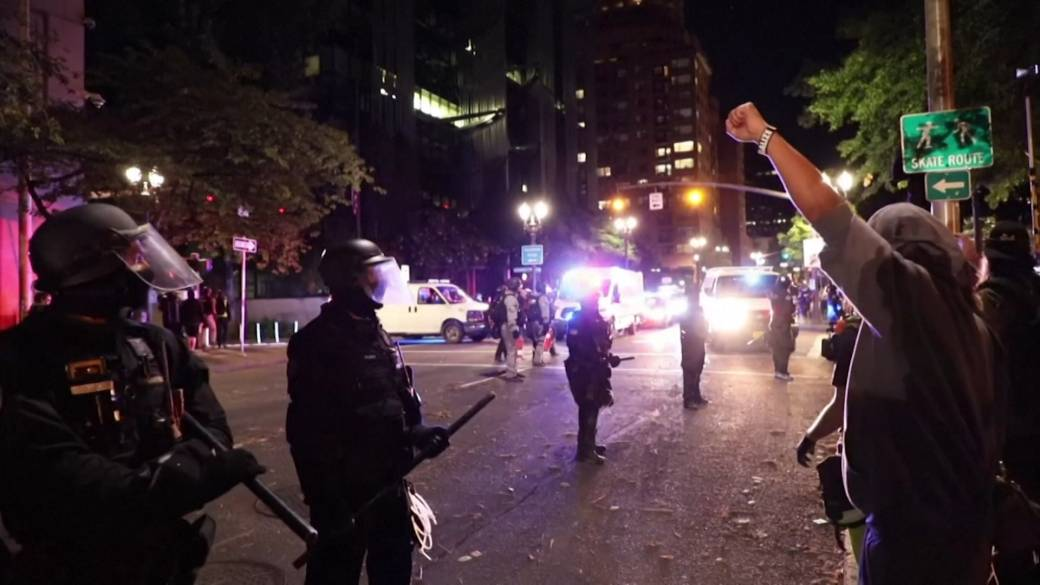 Click to play video 'Portland protests: Police arrest more than 20 demonstrators overnight'