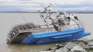 Fishing boat runs aground in Steveston, operator under investigation (00:29)
