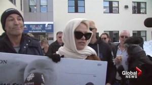 Pamela Anderson, Simpsons creator offer cash to end seal hunt