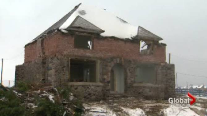 Ontario Quality Motors >> Fight to save historic Oshawa home ends as building gets demolished - Toronto | Globalnews.ca
