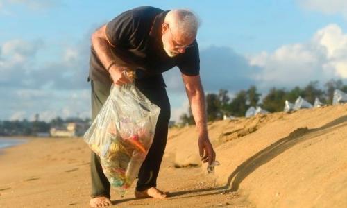 Prime Minister Narendra Modi collects rubbish from a beach in Mamallapuram.