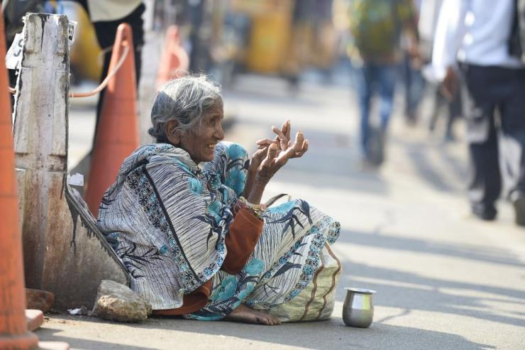 A woman asks for money near a busy road in Hyderabad. Rumours are swirling that the authorities have cleared beggars off the streets for Ivanka Trump's biggest foreign mission since her father became president.