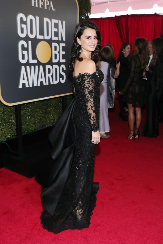 Penelope Cruz arrives to the 75th Annual Golden Globe Awards