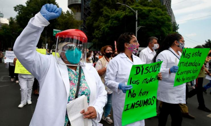 In Mexico City on Wednesday, health workers took to the streets protesting against the recycling of facemasks during the Covid-19 pandemic, saying it endangered their health.