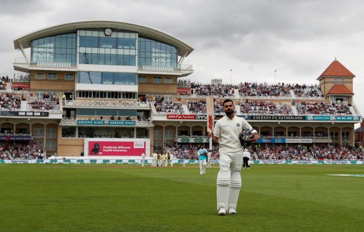 Kohli is applauded as he leaves the field after being bowled lbw by Woakes for 103.