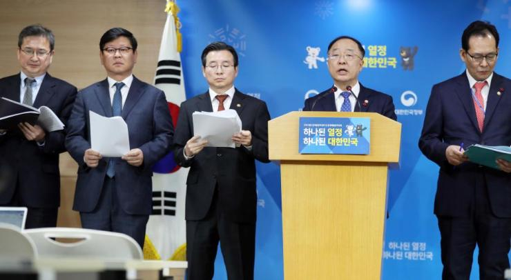 Hong Nam-ki, South Korean minister for government policy coordination, announcing the introduction of a real-name transaction system for cryptocurrency trading in Sejong today.
