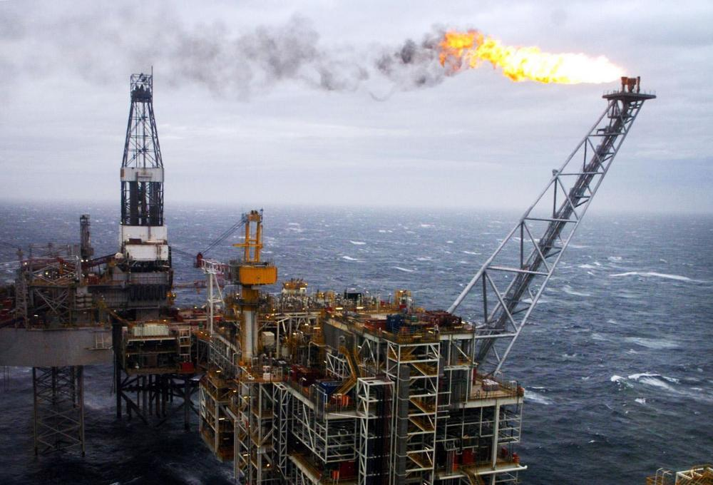 """Brent crude oil prices<br>File photo dated 16/03/07 of an oil rig in the North Sea, as experts warned that the UK's oil industry is """"close to collapse"""" but the falling oil price could have a net benefit to the UK economy. PRESS ASSOCIATION Photo. Issue date: Thursday December 18, 2014. Robin Allan, chairman of the independent explorers' association Brindex, said it is """"almost impossible to make money"""" with the oil price below 60 US dollars (£38) a barrel and there will be no new investments. See PA story INDUSTRY Oil. Photo credit should read: Danny Lawson/PA Wire"""