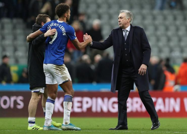 Carlo Ancelotti shakes the hand of Dominic Calvert-Lewin after the match.