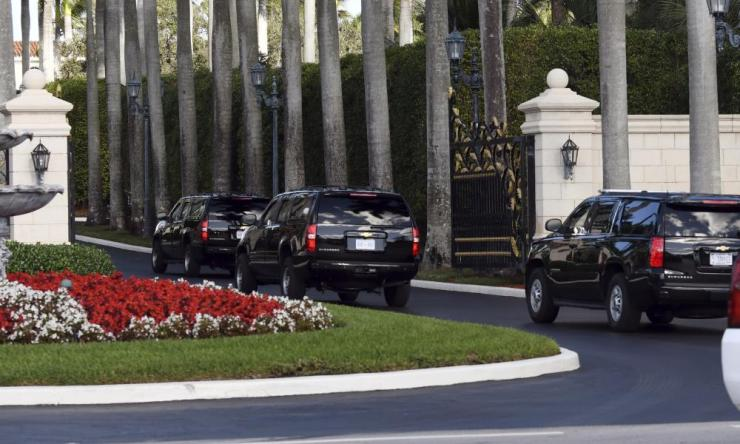 Donald Trump's motorcade arrives at the Trump International Golf Club West Palm Beach on 24 December, for the third day in a row.