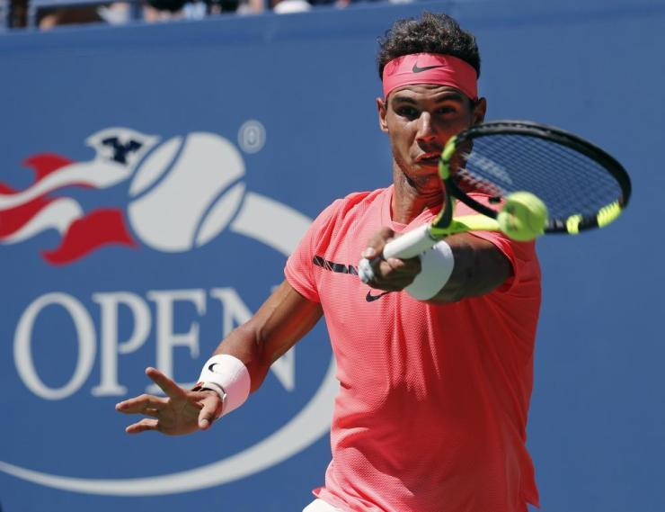 Nadal wins the first set 6-2.