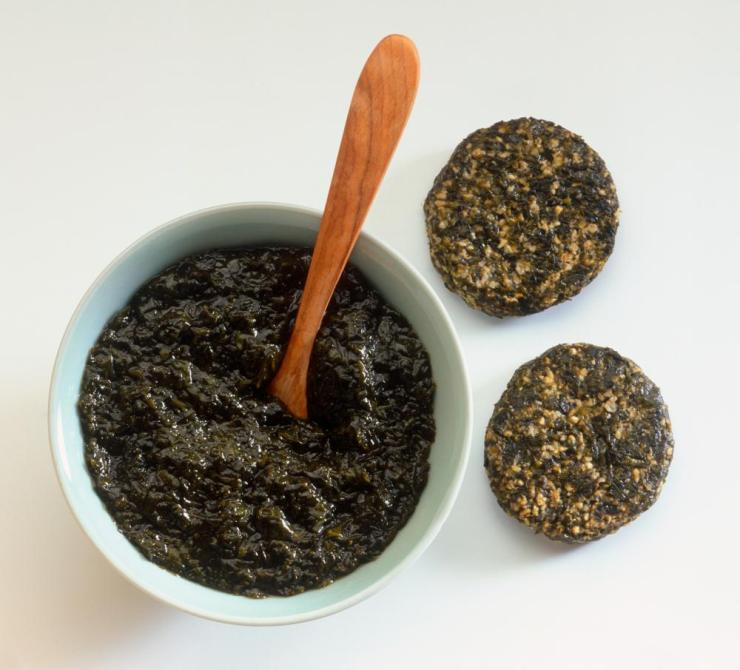 Bowl of laver seaweed and two round laverbreads