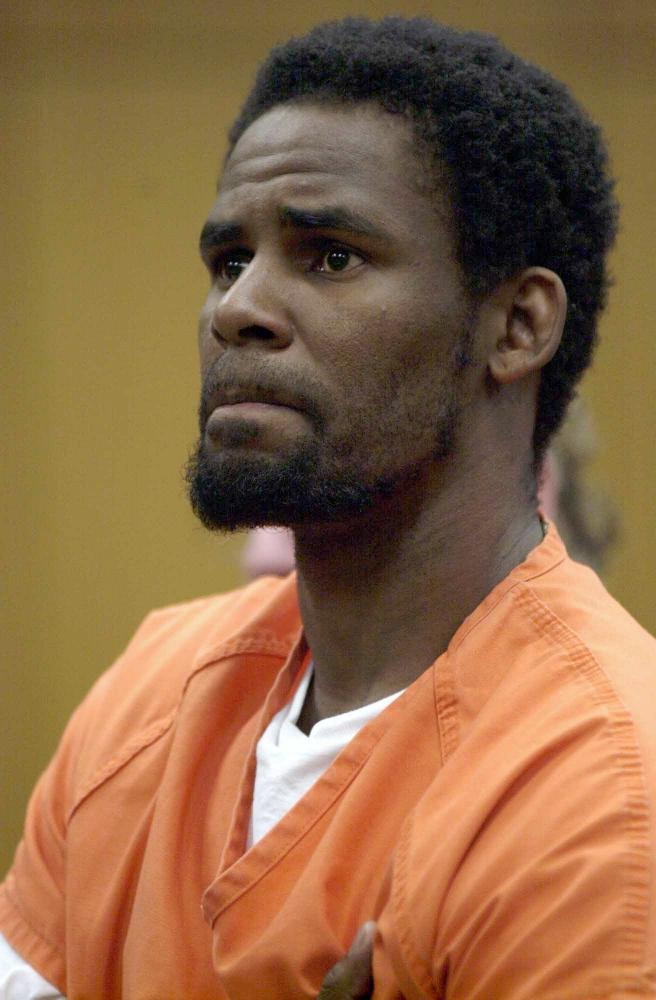 R Kelly in court, charged with making child pornography. He was acquitted in 2008.