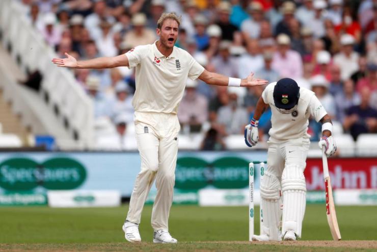 Broad appeals for an lbw against Kohli.