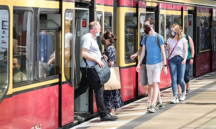 Passengers wearing face masks are seen by an S-Bahn train in Berlin, capital of Germany, on 27 June 2020.