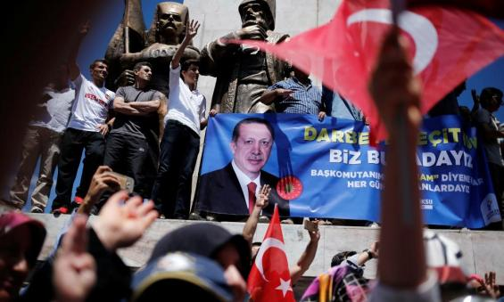 Erdoğan supporters hold a banner in Istanbul