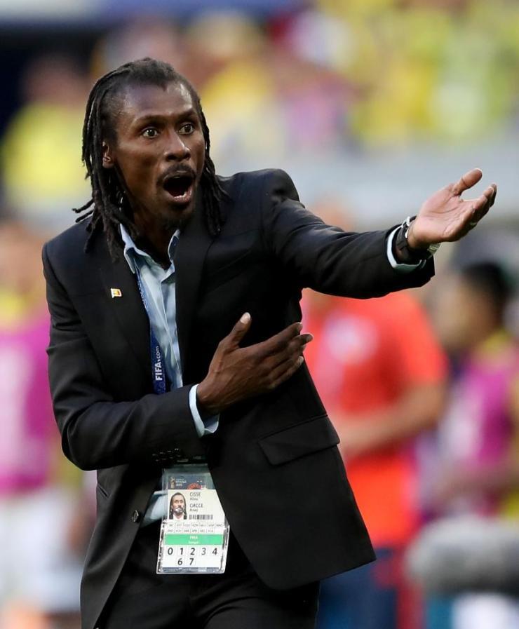 Aliou Cisse directs his team.