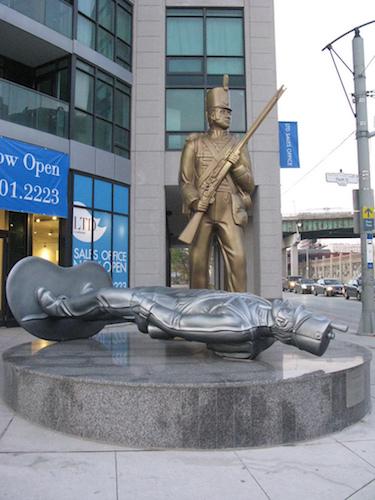 تندیس یادبود جنگ ۱۸۱۲ در تورنتو