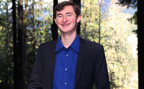 جاشوا جانسن، نامزد حزب سبز بیسی برای حوزهٔ نورثونکوور–سیمور به پرسشهای رسانهٔ همیاری پاسخ میدهد
