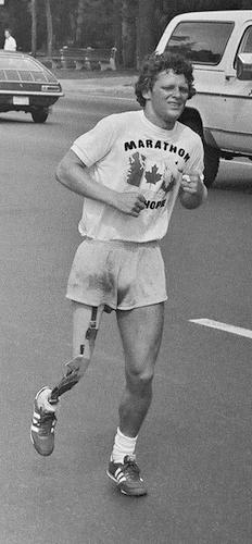 تری فاکس در تورنتو در جریان ماراتن امیدش در ژوئیهٔ ۱۹۸۰