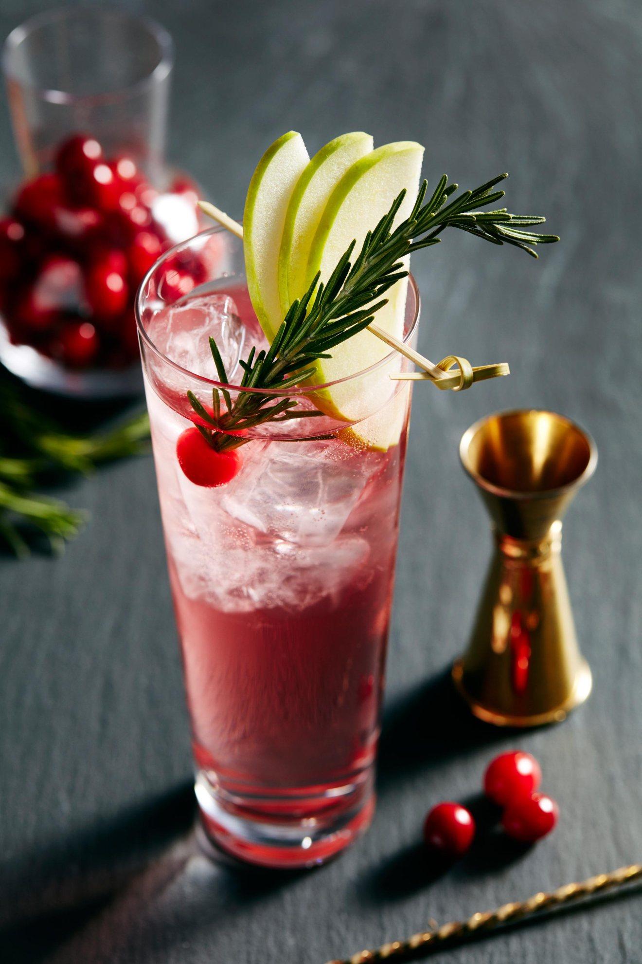 Drink, Food, Non-alcoholic beverage, Cocktail garnish, Juice, Alcoholic beverage, Ingredient, Shrub, Cranberry, Cocktail,