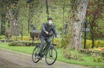 Iohannis, cu bicicleta la Cotroceni