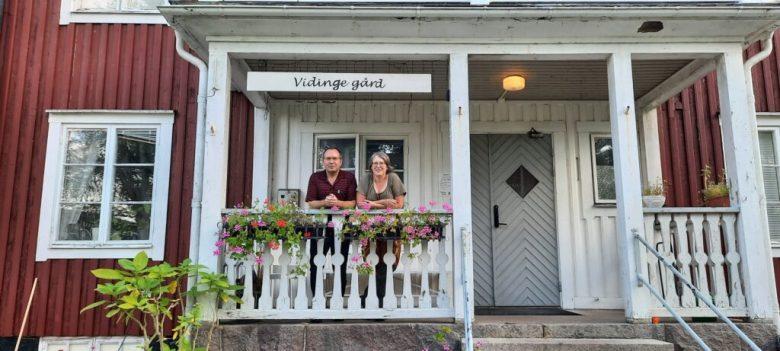 Pensionatet Vidinge Gård utanför Älghult i Småland drivs av paret John och Eva-Lena Philip.